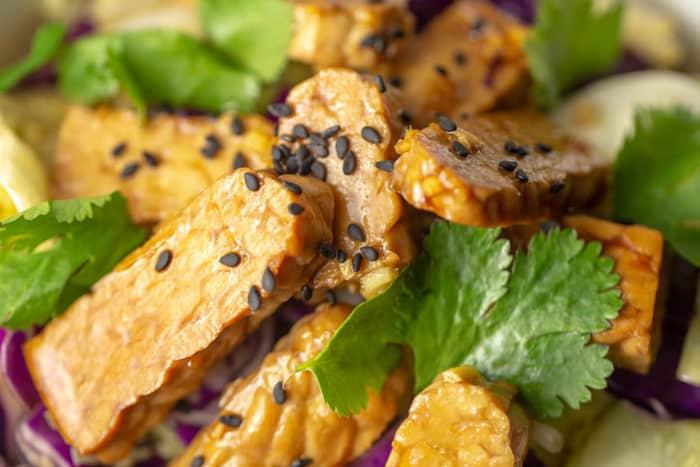 Raw marinated tempeh salad